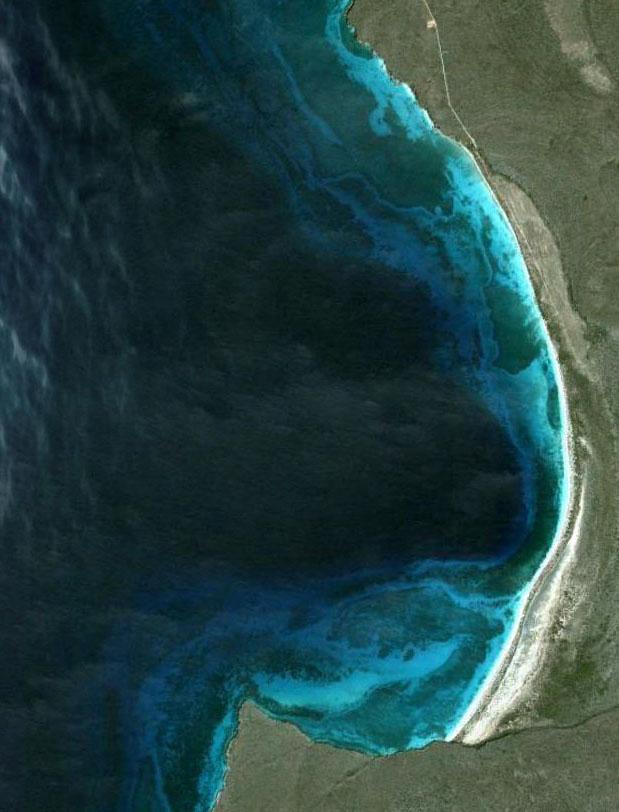 Imagen de satélite de resolución submétrica donde se observa el medio marino de bahía de las Águilas
