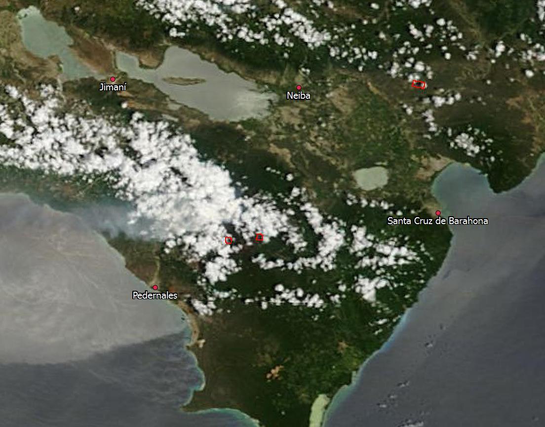 Composición en color real del satélite Terra, sensor MODIS, tomada por la mañana de hoy (1 de septiembre). Mediante las bandas térmica y del infrarrojo medio, MODIS detecta las anomalías de temperatura, indicándolas con recuadros rojos; a día de hoy, todavía se observan dos, al oeste y el norte de El Aceitillar, y se distingue con claridad una pluma de humo (fuente: http://lance-modis.eosdis.nasa.gov/imagery/subsets/?subset=GreaterAntilles.2013244.terra.250m)
